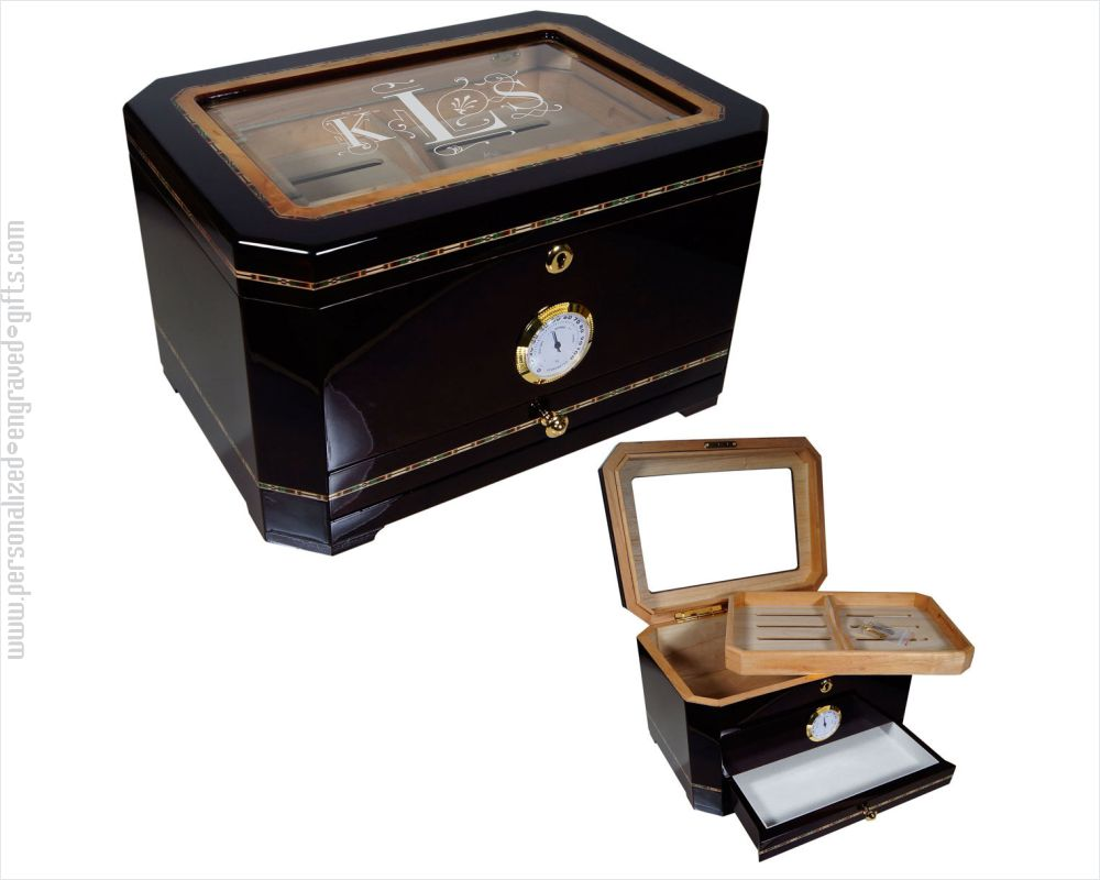 Engraved Glasstop Black Humidor Sumatra