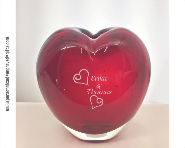 Engraved Red Heart Shaped Art Glass Vase, Rojo