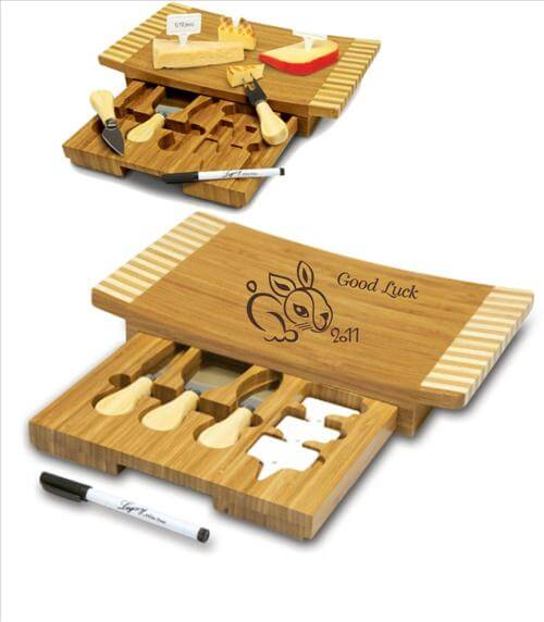 Concavo Cheeseboard Engraved with Happy New Year